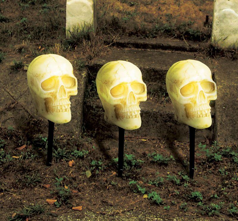 5 More Outdoor Halloween Decorations